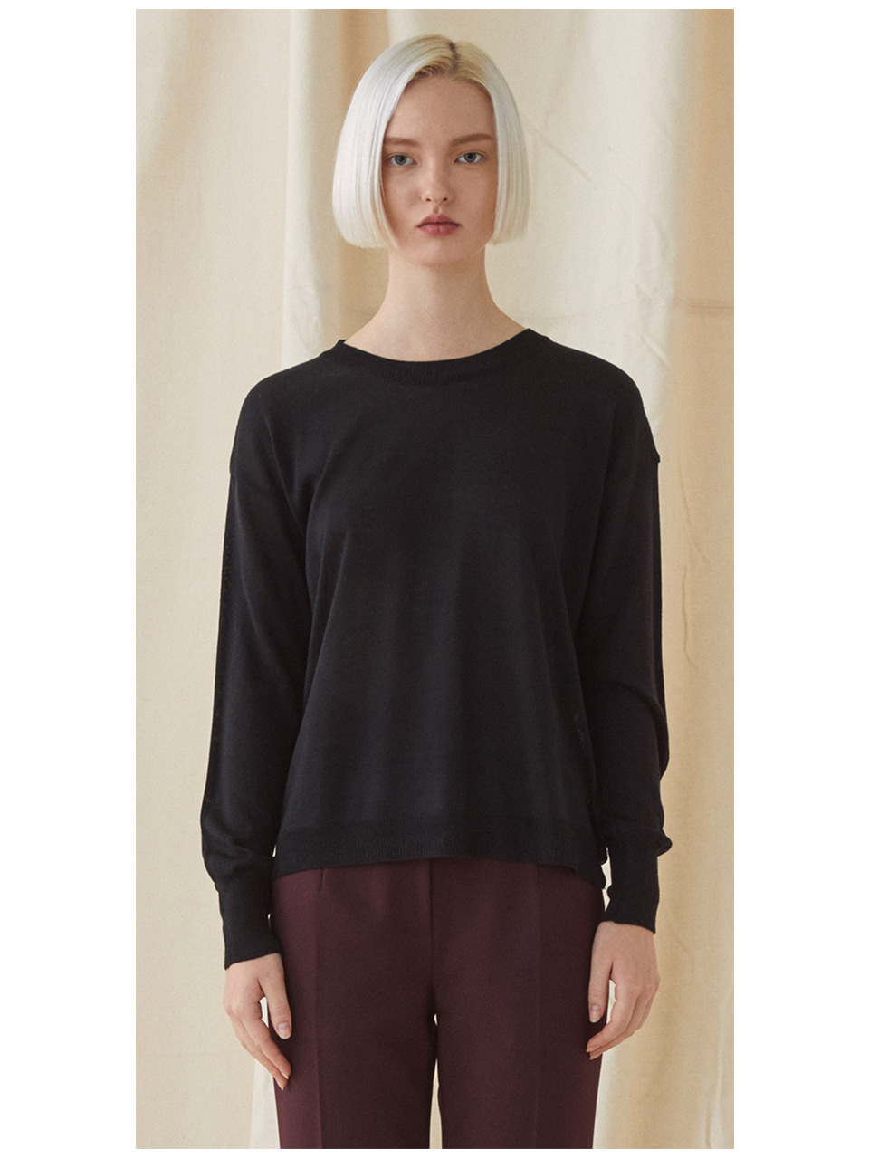 Simple Round Neck Knit  - black