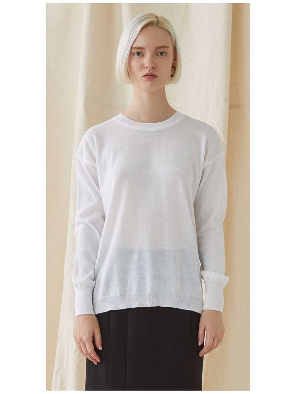 Simple Round Neck Knit  - white