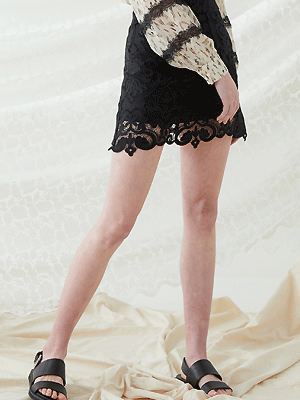 Lace Mini Skirt - Biack